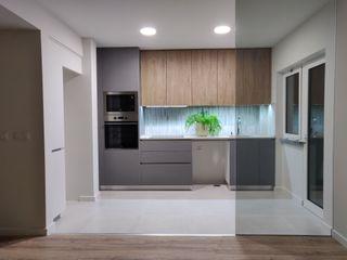 C evolutio Lda Small kitchens Дерево Сірий