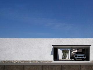 スタイリッシュな平屋のコートハウス kisetsu 木造住宅 木 白色