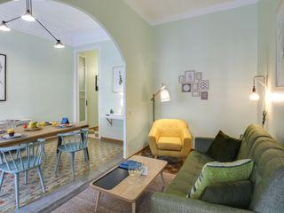 Proyecto decorativo, amueblamiento, iluminación y decoración de vivienda en el Eixample (Barcelona). Proyecto de bajo coste y de ejecución rápida, sin obras. CREAPROJECTS. Interior design. Salones de estilo escandinavo Verde