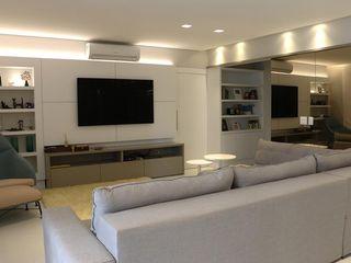 MONICA SPADA DURANTE ARQUITETURA Salas de estar modernas