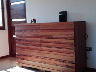 Taller Carpintería Massive Quartos modernos Madeira maciça Efeito de madeira