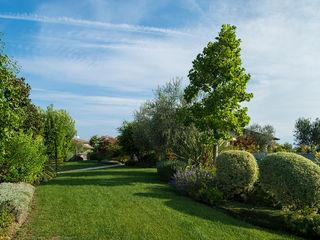 Giardino realizzato da Lizzeri in provincia di Brescia. Lizzeri S.n.c. Giardino anteriore
