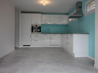 Création d'un appartement dans un ancien garage Deco-Daix Cuisine intégrée Aluminium/Zinc Blanc