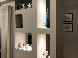Laura Marini Architetto Salones de estilo moderno Blanco
