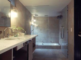 Mimasis Design/ミメイシス デザイン Phòng tắm phong cách mộc mạc Gạch ốp lát White