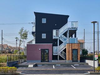 tai_tai STUDIO Colonial style house Metal Black