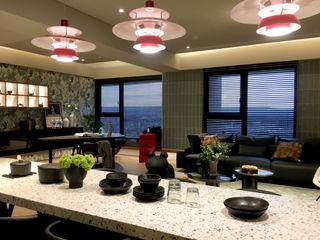 中西合璧的優雅新古典美宅| 百葉簾.蜂巢簾 MSBT 幔室布緹 廚房桌椅 大理石 Brown