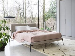 I Letti :SIMBOLO DI UN RIPOSO ULTRA LIGHT L&M design di Marelli Cinzia Camera da letto minimalista Legno massello Beige