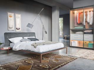 I Letti :SIMBOLO DI UN RIPOSO ULTRA LIGHT L&M design di Marelli Cinzia Camera da letto minimalista Legno massello Grigio