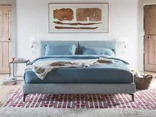 I Letti :SIMBOLO DI UN RIPOSO ULTRA LIGHT L&M design di Marelli Cinzia Camera da letto minimalista Legno Beige