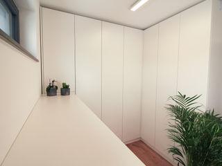 meine möbelmanufaktur GmbH Dressing roomWardrobes & drawers White