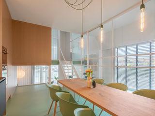 ÈMCÉ interior architecture Столовая комната в стиле модерн Дерево Зеленый