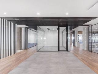 Oficina en Madrid Luzestudio - Fotografía de arquitectura e interiores Edificios de oficinas de estilo industrial Blanco