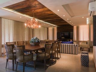 Residência de sítio Élcio Bianchini Projetos Salas de jantar ecléticas