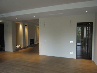CLARE studio di architettura 現代風玄關、走廊與階梯