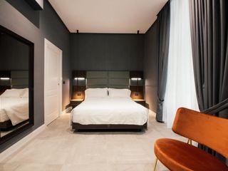 Camere Bed and Breakfast di lusso a Napoli Meka Arredamenti Camera da lettoLetti e testate Pelle sintetica Grigio