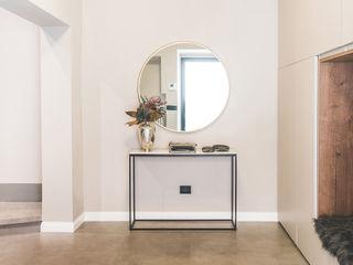 MODO Architettura Modern corridor, hallway & stairs Wood White