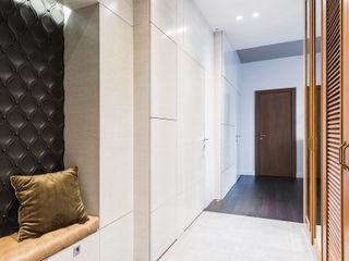 Wide Design Group Couloir, entrée, escaliers minimalistes Bois Blanc