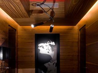 PROYECTO DE INTERIORISMO VIVIENDA EIXAMPLE BARCELONES MANUEL TORRES DESIGN Pasillos, vestíbulos y escaleras de estilo ecléctico