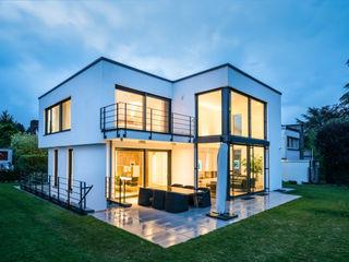 Einfamilienhaus S. im Taunus (Projekt 053) Karl Kaffenberger Architektur | Einrichtung Moderner Balkon, Veranda & Terrasse Stein Grau