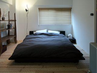 studio m+ by masato fujii Camera da letto in stile asiatico