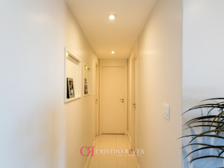 Cristina Reyes Design de Interiores Corridor, hallway & stairsLighting