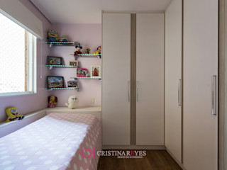 Cristina Reyes Design de Interiores BedroomWardrobes & closets