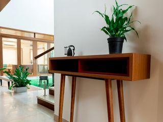 Offcentered Architects モダンスタイルの 玄関&廊下&階段