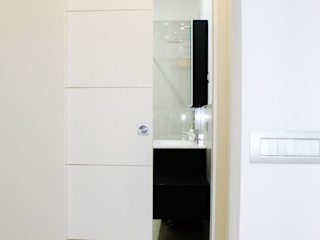 Diesse Serramenti: progettazione completa di infissi, serramenti e porte da interno. Diesse Srl Serramenti Bagno moderno Legno massello Bianco