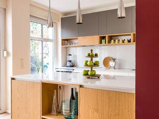 CONSCIOUS DESIGN - INTERIORS 置入式廚房 木頭 Red