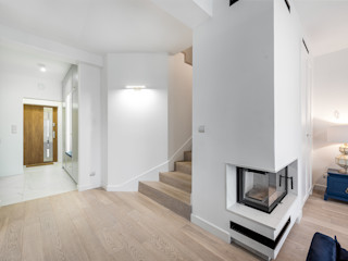 livinghome wnętrza Katarzyna Sybilska Коридор, прихожая и лестница в модерн стиле Белый