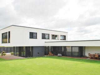 Haus F-M 60.0 Zaisenhausen lc[a] la croix [architekten] Bungalow Beton Mehrfarbig