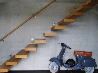 Haus F-M 60.0 Zaisenhausen lc[a] la croix [architekten] Moderner Flur, Diele & Treppenhaus Beton Grau