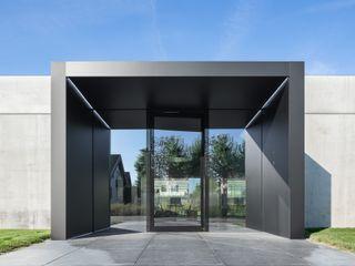 Architekturbüro LaCroix _ green cubicle lc[a] la croix [architekten] Industriale Bürogebäude Beton Grau