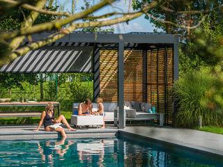 Lamellendach als vielseitige Lösung für den Garten SPA Deluxe GmbH - Whirlpools in Senden Minimalistischer Balkon, Veranda & Terrasse