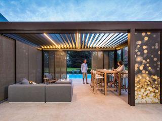 Lamellendach als vielseitige Lösung für den Garten SPA Deluxe GmbH - Whirlpools in Senden Moderner Balkon, Veranda & Terrasse