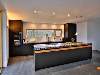 Die Küche – das Herz des Hauses Ihr Schreiner Thaler Moderne Küchen Holz-Kunststoff-Verbund Schwarz