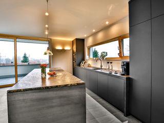 Die Küche – das Herz des Hauses Ihr Schreiner Thaler Einbauküche Holz-Kunststoff-Verbund Schwarz