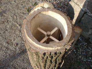 Klotzbeute Bienenkasten die Urform und natürliche Form der Bienenhaltung ein ausgehöhlter Baumstamm mit einem optimalen Kälte- , Hitze- und Lärmschutz. Holzbau Bohse GartenMöbel Holz