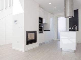 Decor-in, Lda Small kitchens White