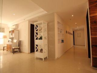 Saloni Narayankar Interiors Corridor, hallway & stairsStorage Kayu White