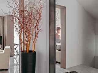 Casa per amanti del suono MD Creative Lab - Architettura & Design Ingresso, Corridoio & Scale in stile moderno