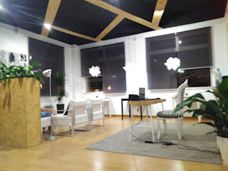 IIP - Reabilitação e Construção Офіси та магазини Інженерне дерево Чорний