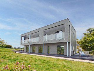 House Rushworth: Downsizing Project by Baufritz Baufritz (UK) Ltd. Casas modernas Madera Gris