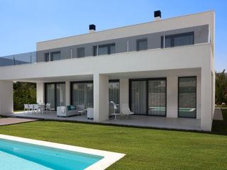 MANUEL GARCÍA ASOCIADOS Moderne Häuser Weiß