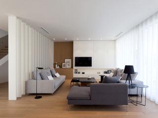 MANUEL GARCÍA ASOCIADOS Moderne Wohnzimmer Weiß
