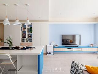 沉浸在沁涼悠閒的美好日常,森林與海洋共存的度假型住宅! | 訂製布紗簾 MSBT 幔室布緹 客廳 塑木複合材料 Blue