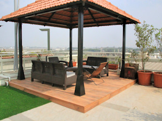 Interioforest Plantscaping Solutions Classic style balcony, porch & terrace