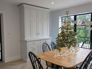 Hertfordshire House Willow Tree Interiors KitchenCabinets & shelves Kuarsa Black