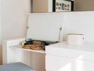 Traço Magenta - Design de Interiores ミニマルスタイルの 寝室